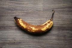 Overrripe banan z brown skórą Zdjęcie Stock