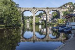 Overspannen spoorwegbrug in Knaresborough, Yorkshire, Engeland Royalty-vrije Stock Foto
