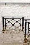 Overstromende de Rivierschade van de bankenzegen in Chatou, Yvelines, Frankrijk stock foto's