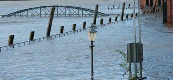 Overstroming bij de St Pauli vissenmarkt voor brandweertoegang royalty-vrije stock afbeelding