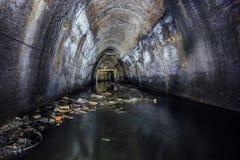 Overstroomd door de collector van de afvalwaterriolering van ondergrondse rivier royalty-vrije stock foto's