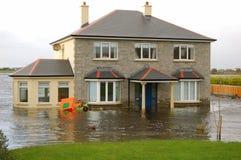 Overstroomd Huis stock afbeeldingen
