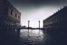 Overstroomd St Tekensvierkant in Venetië, Italië royalty-vrije stock afbeelding