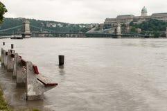 Overstroomde Bank, Boedapest Stock Foto