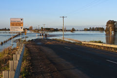 Overstroomde Gesloten Weg Stock Foto