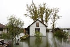 Overstroomde huizen royalty-vrije stock afbeeldingen