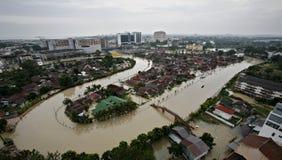 Overstroomde rivier Stock Fotografie