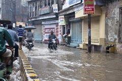 Overstroomde straat in Varanasi Royalty-vrije Stock Fotografie