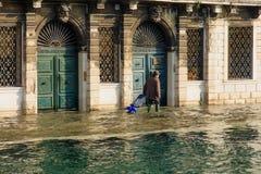 Overstroomde straat, Venetië royalty-vrije stock foto