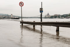 Overstroomde Weg, Boedapest Stock Foto