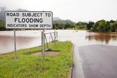 Overstroomde weg na zware regen Royalty-vrije Stock Foto