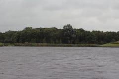 Overvieuw del paisaje por el lago Imagen de archivo