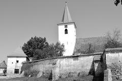 overview Église saxonne médiévale enrichie dans Bruiu - Braller, une commune dans le comté de Sibiu, la Transylvanie, Roumanie photographie stock