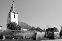 overview Église saxonne médiévale enrichie dans Bruiu - Braller, une commune dans le comté de Sibiu, la Transylvanie, Roumanie image stock
