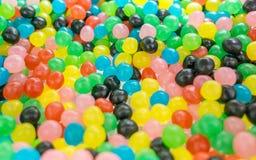 Overvloedige aroma's en ronde veelkleurige snoepjes royalty-vrije stock foto's