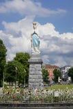 Overvloedsmening het standbeeld van Onze Dame van Onbevlekte Ontvangenis royalty-vrije stock foto's