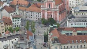 Overvol centrum van Ljubljana, Franciscan Kerk van Aankondiging, Preseren-Vierkant stock video