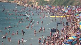 Overvol overzees strand stock video