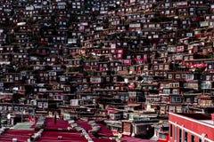 Overvol Rood Huis van Boeddhistische Academie Stock Foto