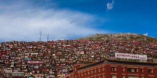 Overvol Rood Huis van Boeddhistische Academie royalty-vrije stock foto's