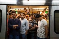 Overvolle metro in het spitsuur Stock Foto's