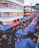Overvolle scène bij het voedselbazaar van kotakinabalu Royalty-vrije Stock Foto's