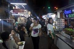 Overvolle straatmarkten van de beroemde Chinatown Stock Foto