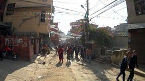 Overvolle straten van Katmandu stock video