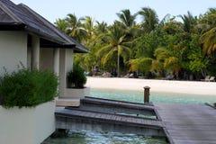 Overwater平房和woodways在天堂海岛,马尔代夫 2012年3月 图库摄影