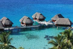 Overwater平房在博拉博拉岛 免版税库存照片
