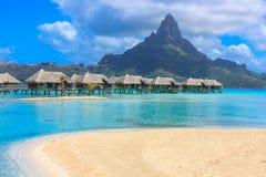Overwater bungalow i Bora Bora Arkivbilder
