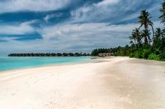 Overwater bungalow i Maldiverna ?ar; royaltyfri fotografi