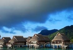 Overwater bungalower Moorea franska Polynesien Arkivfoto
