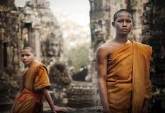 Overwegend monnik, oogst Angkor Wat, Siem, Kambodja royalty-vrije stock foto