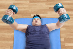Overweight man exercising to lose weight Royalty Free Stock Photo