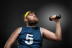 Overweight man lifts a dumbbell Royalty Free Stock Images