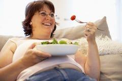 overweight relaxing sofa woman Στοκ φωτογραφίες με δικαίωμα ελεύθερης χρήσης