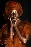 Overweldigend Afrikaanse die Amercian-Vrouw met Goud wordt geschilderd royalty-vrije stock foto's