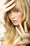 Overweldigend blond langharig meisje stock foto's