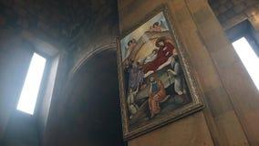 Overweldigend Christian Church van de binnenkant Mooie verlichting Pictogram op de muur stock video