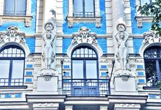 Overweldigend fragment van een gebouw in Art Nouveau District in Riga, Letland stock fotografie