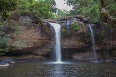 Overweldigend landschap van de Waterval van Haew Suwat, het Nationale Park van Khao Yai, de provincie van Nakhon Ratchasima, Thai Stock Afbeelding