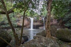 Overweldigend landschap van de Waterval van Haew Suwat, het Nationale Park van Khao Yai, de provincie van Nakhon Ratchasima, Thai Stock Foto's