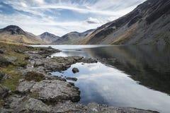 Overweldigend landschap van het Water en het Meerdistrictspieken van Wast op Samenvatting Royalty-vrije Stock Afbeelding