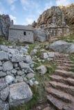 Overweldigend landschapsbeeld van St Govan ` s Kapel op Pemnrokeshire C Royalty-vrije Stock Foto's
