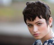 Overweldigend Model met Kort Haar Royalty-vrije Stock Foto's