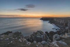 Overweldigend trillend landschapsbeeld van klippen rond St Govan ` s Hea Royalty-vrije Stock Afbeeldingen