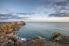 Overweldigend trillend landschapsbeeld van klippen rond St Govan ` s Hea Stock Foto's