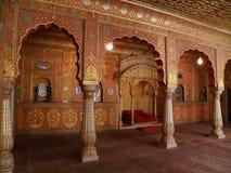 Overweldigende Binnenhuisarchitectuur van het Oude Paleis in Rajasthan, India Stock Afbeeldingen
