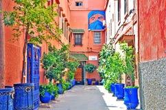 Overweldigende binnenplaats dichtbij gasthuis in Marokko stock afbeeldingen